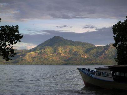 perahu wisata bunaken (internet)