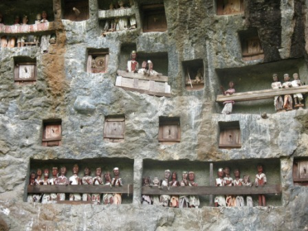 Kuburan Batu Lemo Tana Toraja