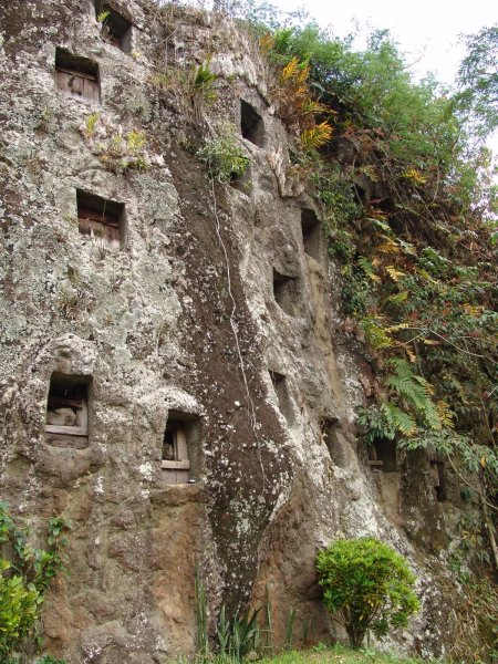 Pemakaman di Tebing