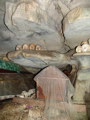 Pemakaman Dalam Gua